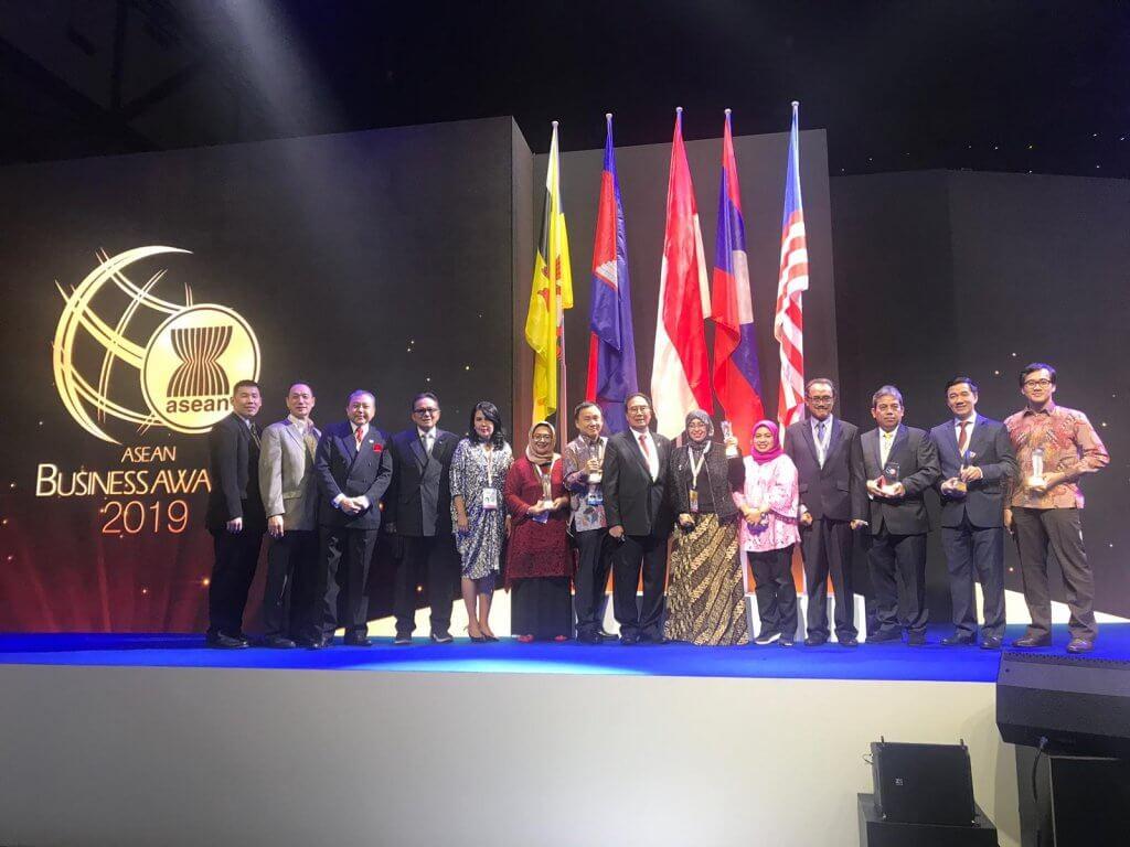 Dicoding meraih ASEAN business award